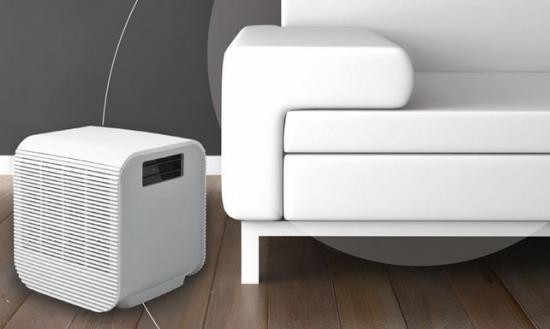 Насыщает воздух в комнате влагой