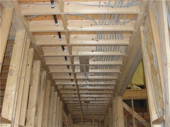 100 мм от карнизов и балок, на 150 мм ниже уровня потолка
