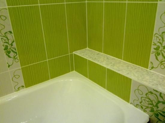 Кафельная плитка на стене ванной комнаты