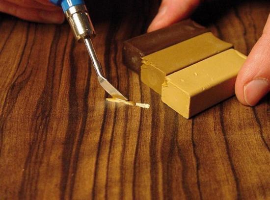 Можно проклеивать небольшие трещины в планках.
