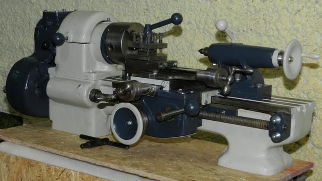 Настольный токарно-револьверный станок