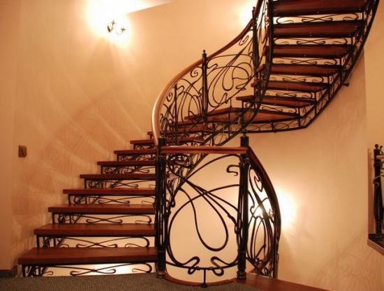 Кованая лестница - дорогое удовольствие
