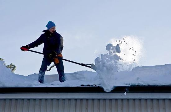 Устройство уборки снега с крыши