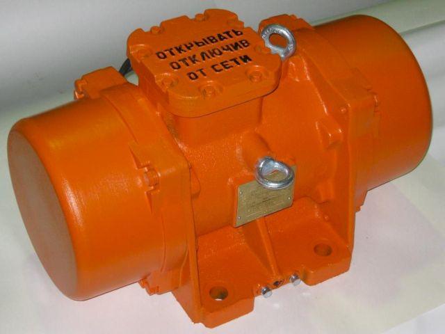 Вибродвигатель площадочный