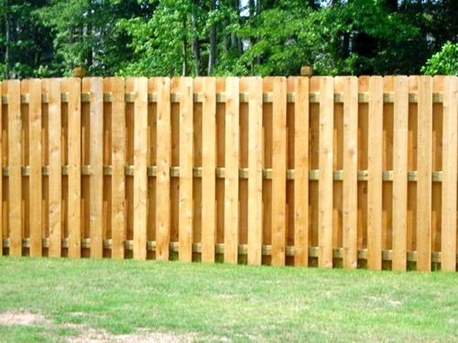 Деревянный забор-шахматка