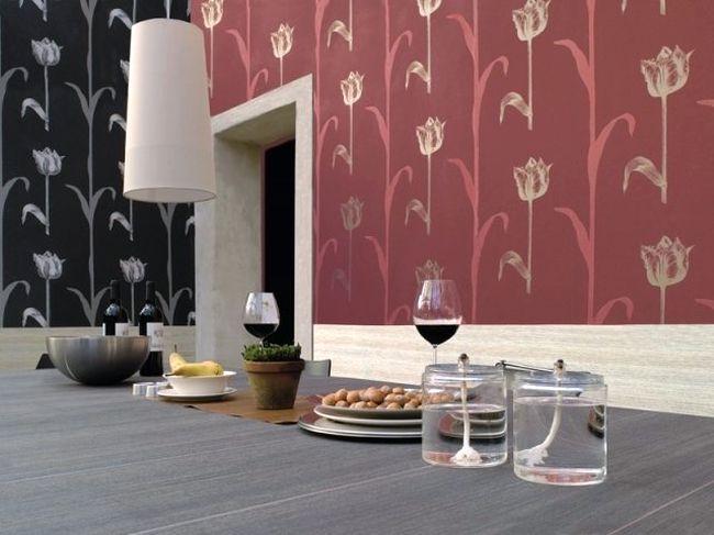 Дизайн поклейки обоев в зале двух видов позволяет добавить торжественности интерьеру.