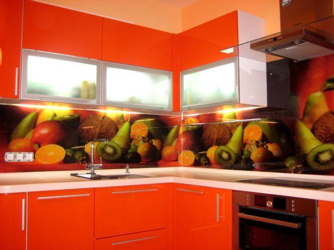 Изображение фруктов на ярком фоне обеспечит владельцам бодрость и хорошее настроение
