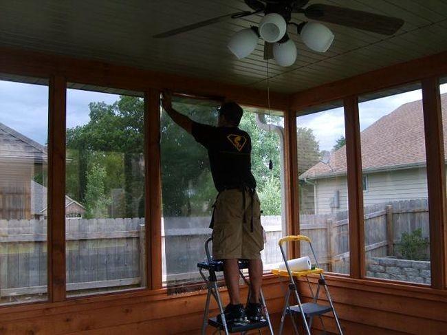 Как правильно клеить пленку на окна