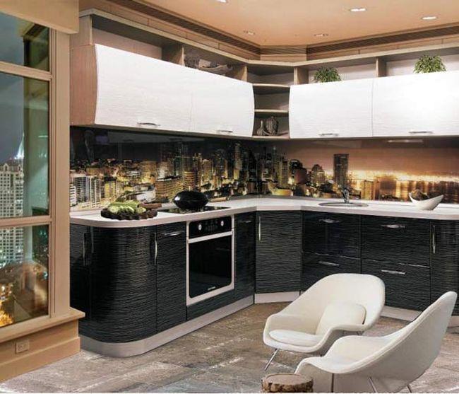 Кухня гармоничная черно-белая