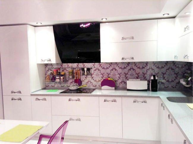 Кухонный-фартук-из-пластиковых-панелей-2