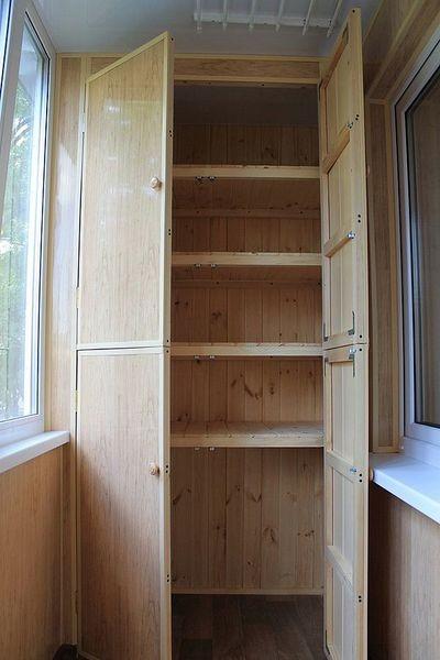 Шкаф на балкон из дерева