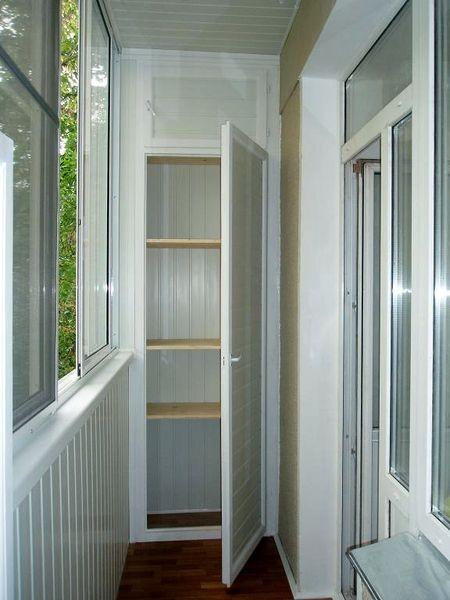 Шкаф на балконе из вагонки ПВХ