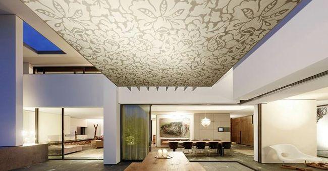 Дизайн потолка в гостиной Максима Галкина