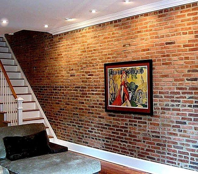 Кирпичная стена в интерьере