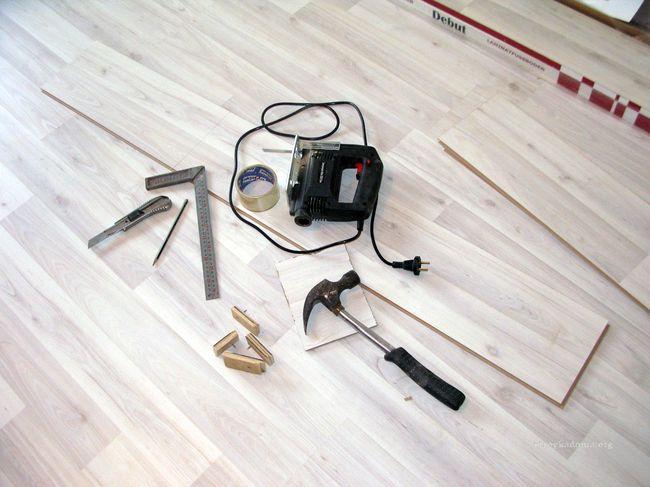 Инструменты и материалы для укладки ламината