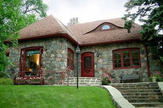otdelka-fasada-doma-kamnem