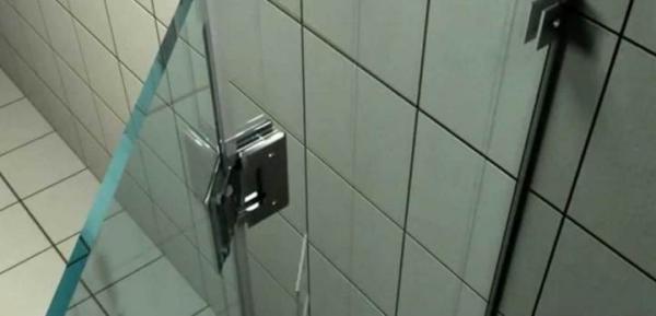 Стеклянная дверь в душ без поддона