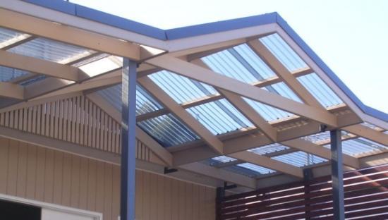 Крыша может быть одно- и двускатная