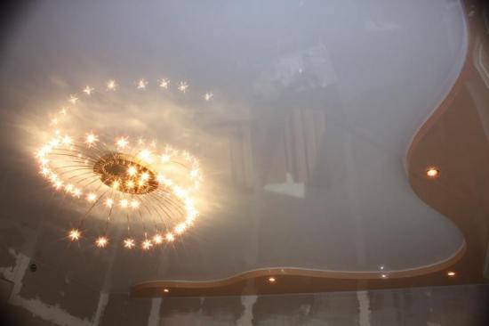 Многорожковые люстры с мелкими звездчатыми светильничками