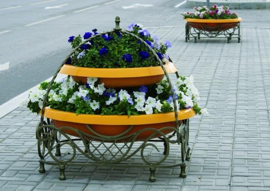 Уличные вазоны для цветов пластиковые