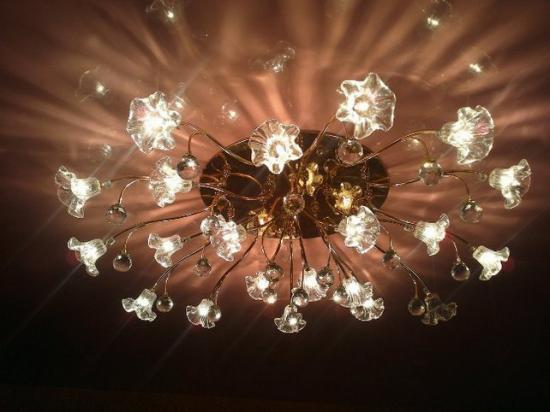 Лампы должны быть направлены вниз