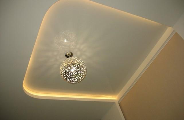 Видов светильников для натяжных систем есть несколько