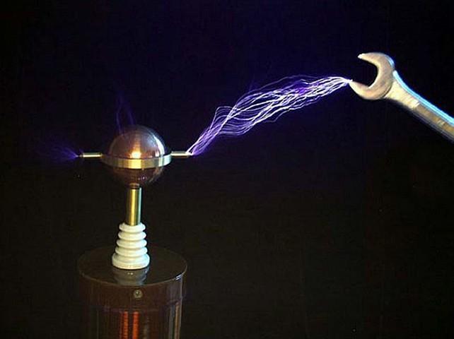 Тесла имел в распоряжении самые примитивные устройства