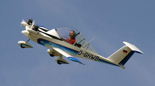 самый маленький двух моторный самолет в мире