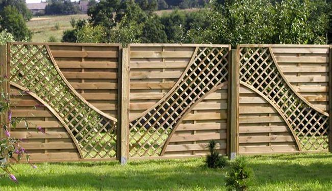 Классический деревянный забор для усадьбы, дачи или садового участка
